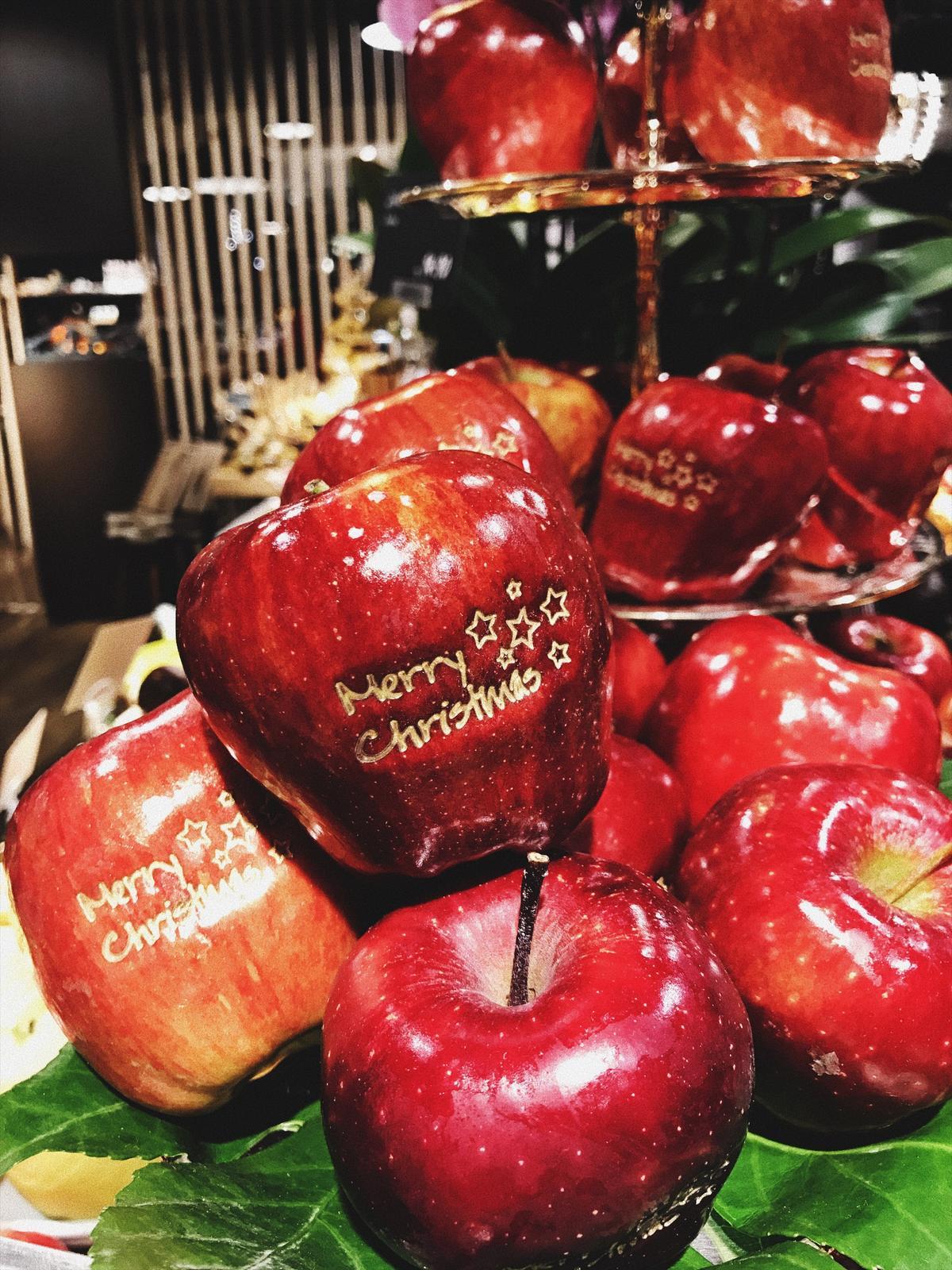 Vianoce 2016 - krasne jablka.. asi si jedno aj kupim :-D