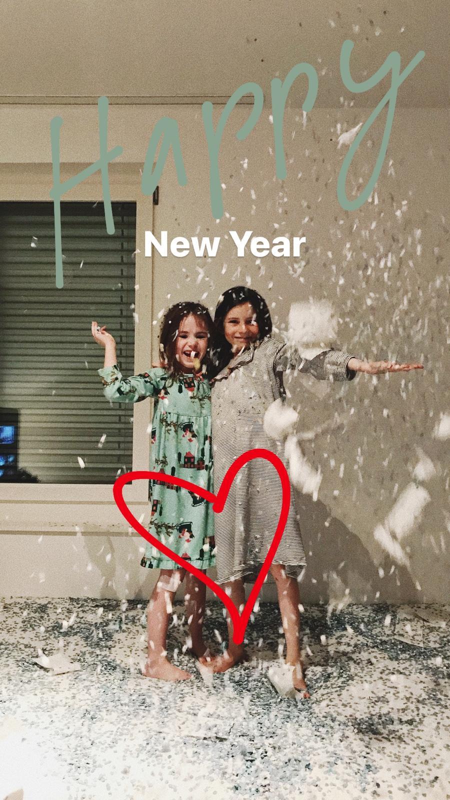 Vsetko dobre v Novom roku.. my sme mali vcera confetti party.. len nevim kto to uprace 😆🙈🎉😅 - Obrázok č. 2