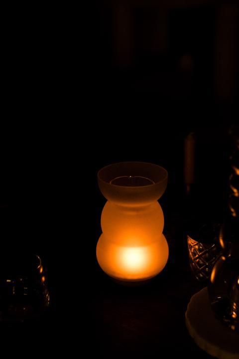 Moj vianocny darcek.. vytesujem sa mu, ta oranzova farba ma akosi ukludnuje, dokazem sa na tu lampu pozerat 2 hodiny v kuse..