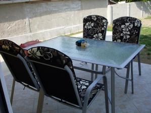 nohy na stôl a relaxujeme :)