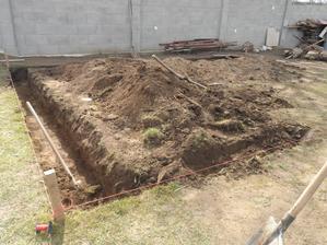 začíname stavať garáž
