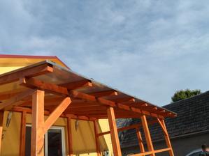 """Lexan na terase dokončený, môže pršať aj fúkať a my budeme """"kávičkovať"""" na teráske :D"""