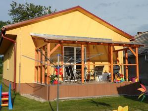 Keď zasvieti slnko :) a to sme si mysleli, že je veľká tá naša terasa a hneď sme ju zapratali :)