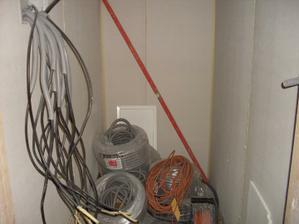 rozvod elektriky v špajzi...