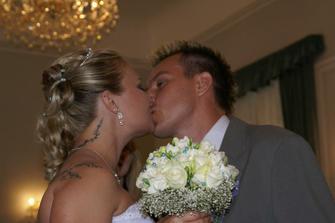 První novomanželské políbení :o)