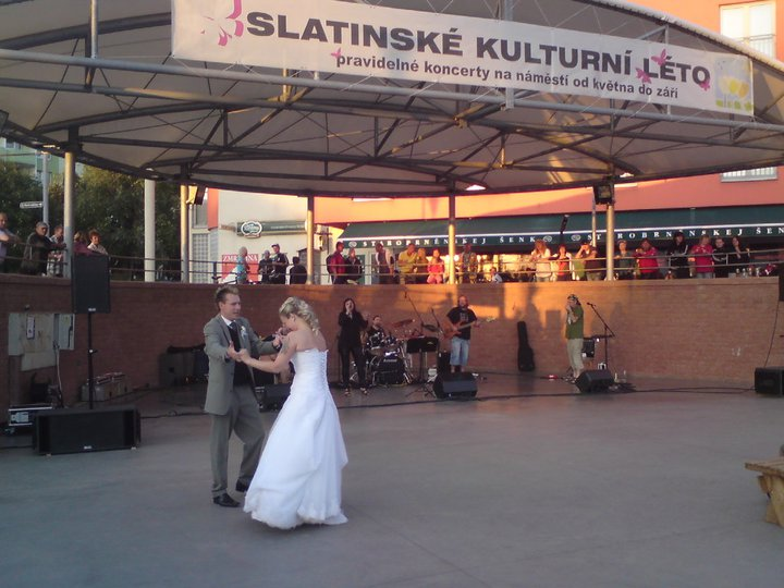 Kačka{{_AND_}}Jirka - Taneček ve Slatině na náměstí :o)