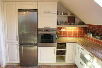 Přítelovi se líbí rustikální styl...já ale radši modernější....tohle je jediná rustikální kuchyň kterou bych překousla. :-) No bude to ještě boj...