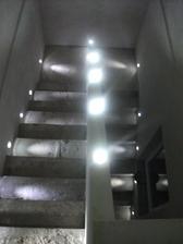 osvetlenie schodiska-este neoblozene