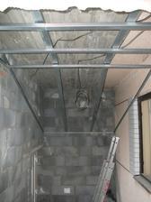 konstrukcia na SDK dolna chodba- vstupne schody