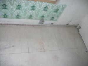 pokreslena kuchyna (rozlozenie ) dvierkova skrinka, dvierkova skrinka (do vysky okna a pracovna doska potiahnuta ku oknu, chladnicka