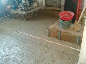 zaliata prva vrstva (10cm) pod zaklady na to pojde izolacia