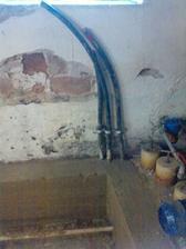 privod z obecnej pripojky+ do letnej kuchynky+ privod od studne ku darlinku (este to poprepajat
