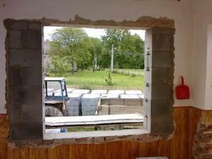 okno na chodbe sme zmensili