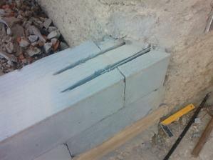 prevazovanie pristavby zo starym murom (kazdy druhy rad) 10roksor navrtany 30cm