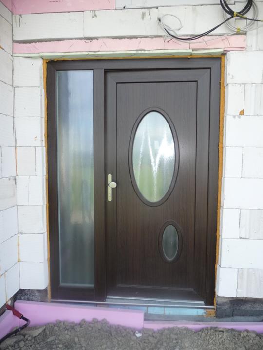 Nas dom - vchodove dvere