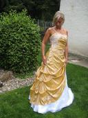 Svatební či plesové šaty, 42