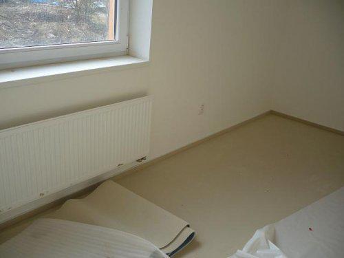 Nový koberec v ložnici