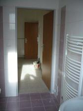 pohled z koupelny do chodby