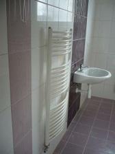 koupelna ještě nedodělaná a špinavá..barvy jsou ve skutečnosti jasnější:-)