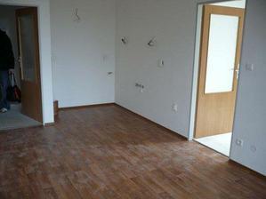 Kuchyňský kout 1,6m x 2,6m, na podlaze Novilon - je hodně špinavý ...