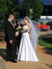 fotograf fotí naše prstýnky:-) / taking a picture of our rings