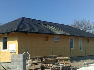 Trosku sa netrafili strechari, budu musiet este doobjednat skridlu a male okienka zase zabudli vyrobit :)