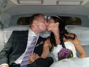 spokojení manželé Vícenovi v limuzínce :o)