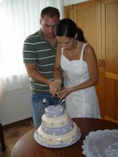zapomněli jsme na dort, takže se krájel druhý den :o)