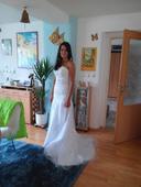 Luxusní svatební šaty s krajkovou aplikací 38-40 -, 38