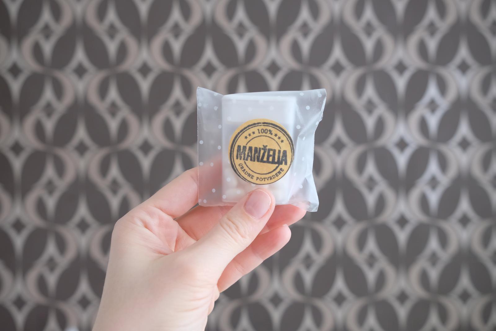 """...už to naberá svadobné tvary :-) - HOTOVO: darčeky pre mužov na """"redovi"""" - cukríky Bliki z Lidlu za nádherných 19 centov :)"""