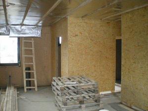 15.11.2009 OSB dosky na stenach, strop s foliou