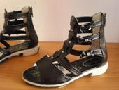 Sandálky z Maďarska, 32