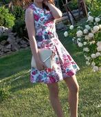 Kvietkované šaty, 152