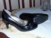 Nenosené nižšie topánky, 37