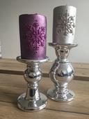 2 velké stříbrné keramické svícny,