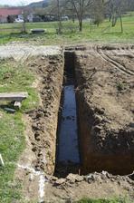 Vysoká spodná voda - meter do hĺbky a už máme bazén