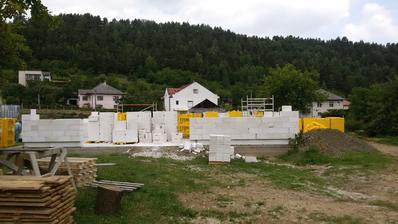Múry vytiahnuté od 7:30 ráno do 11tej doobedia.
