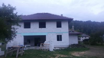 Hlavná strecha takmer hotová