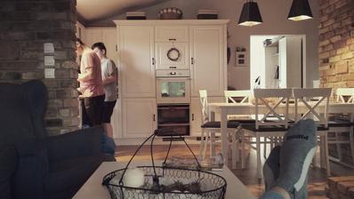 Hlopi v kuchyni. Ide sa grilovať, hamburgery robí vždy MM