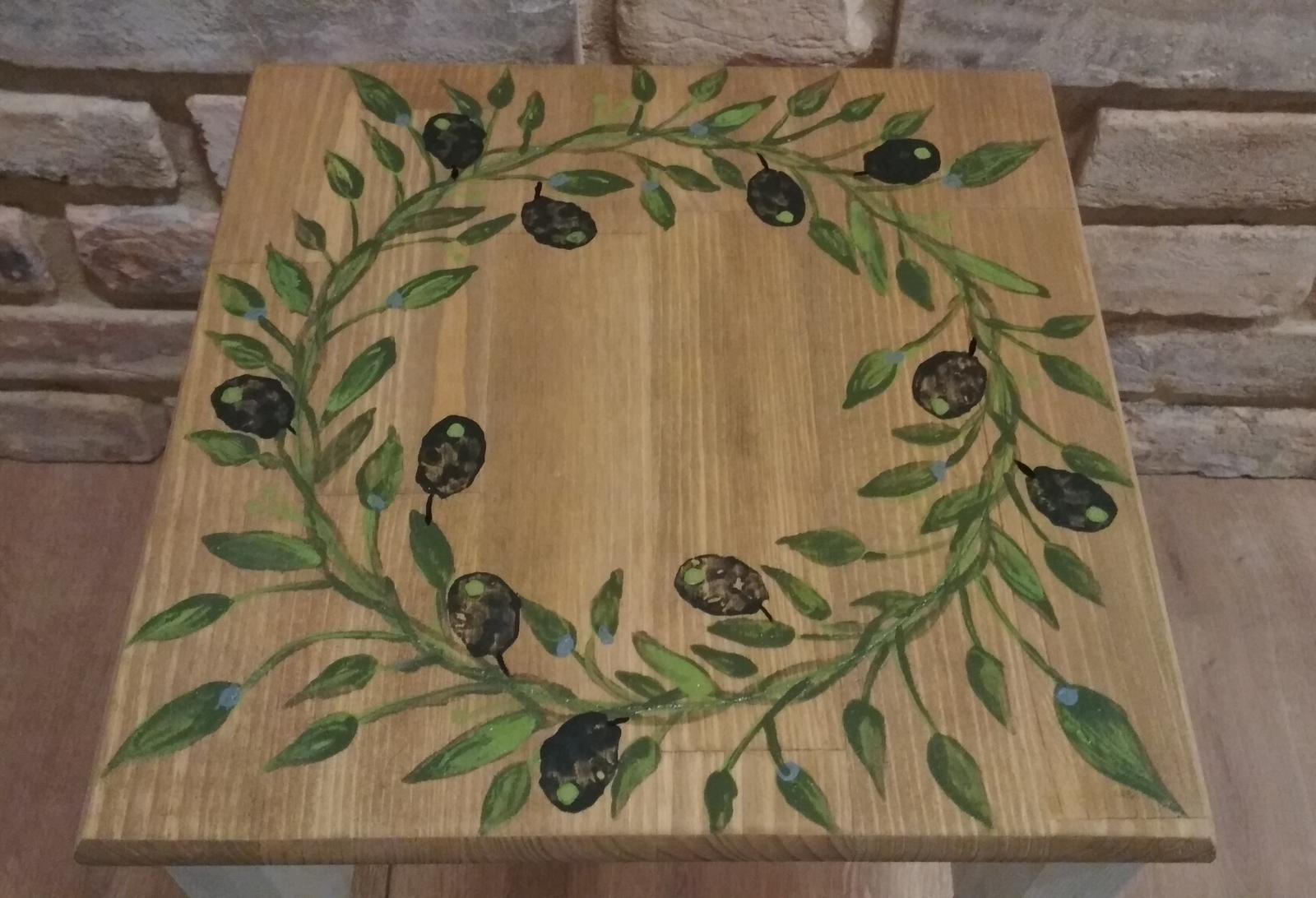 Náš domček ♡ Bramasole ♡ ... Stilo interiér aj exteriér 3. rok bývania - Môj prvý olivový stolček