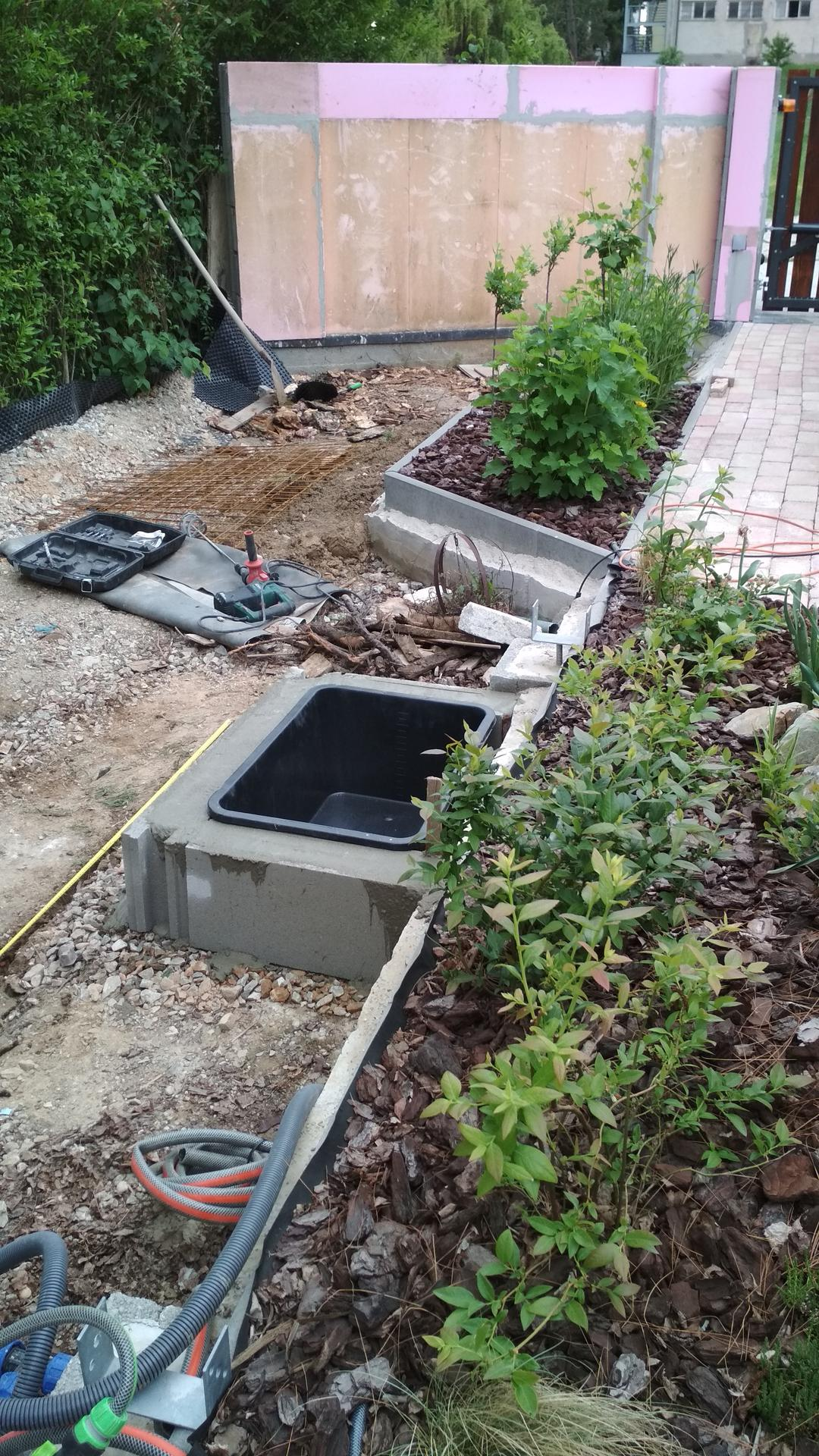 Vodný prvok v záhrade - Obrázok č. 4