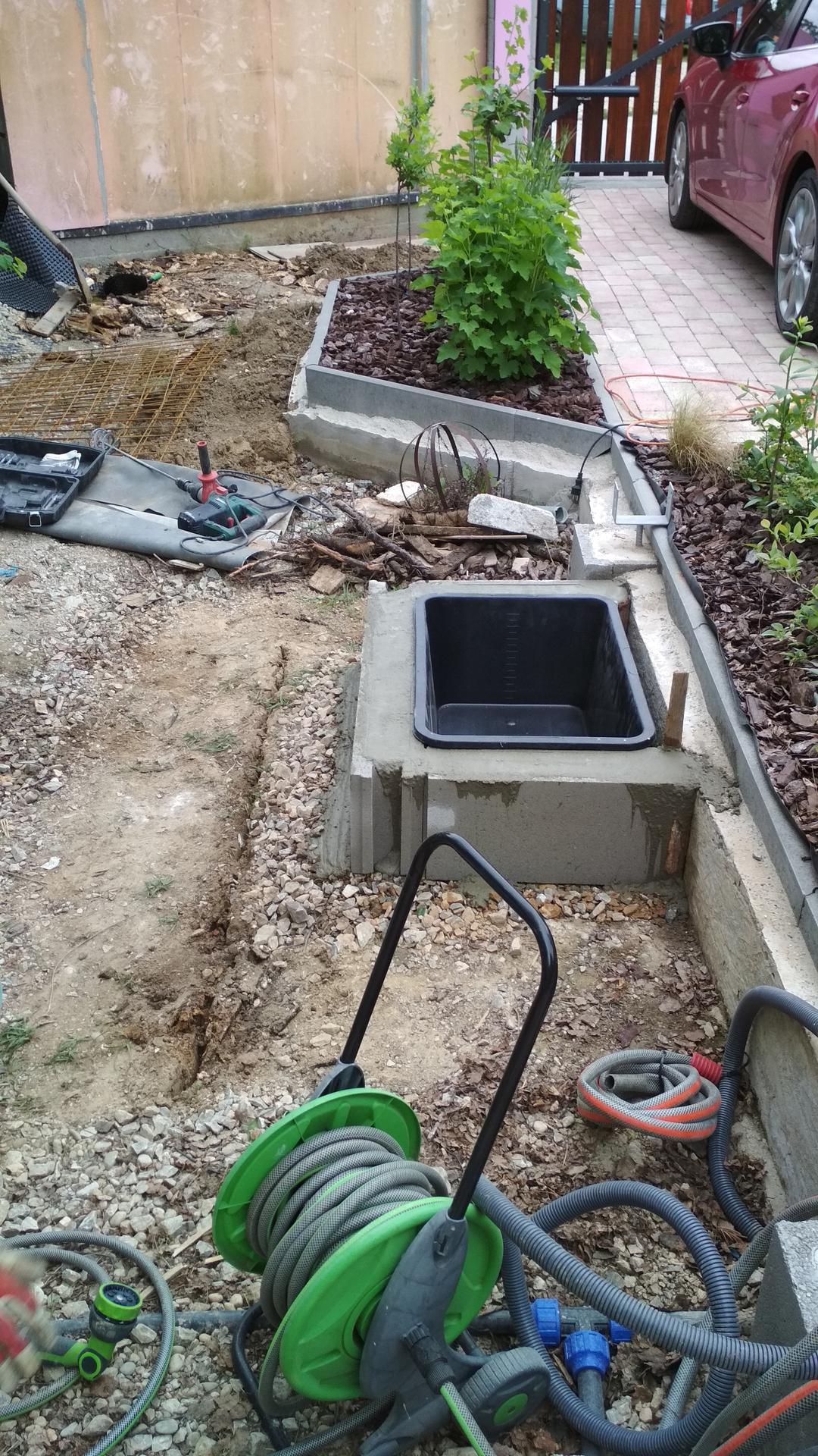 Vodný prvok v záhrade - Obrázok č. 3