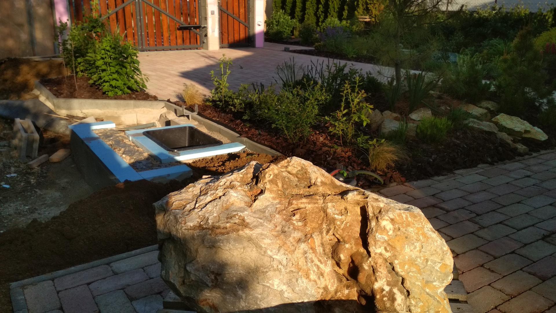 Vodný prvok v záhrade - Obrázok č. 15
