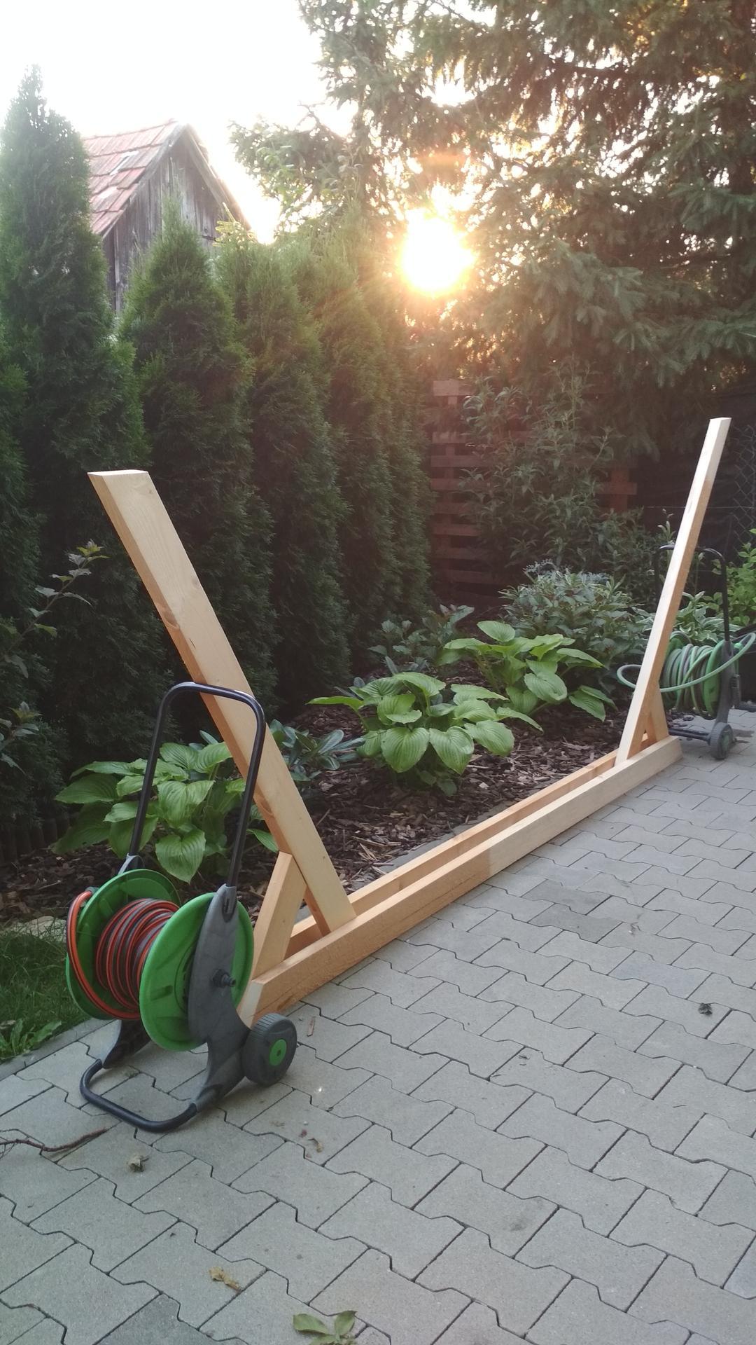 Drevený stojan na hojdaciu sieť... relax v záhrade - Obrázok č. 14