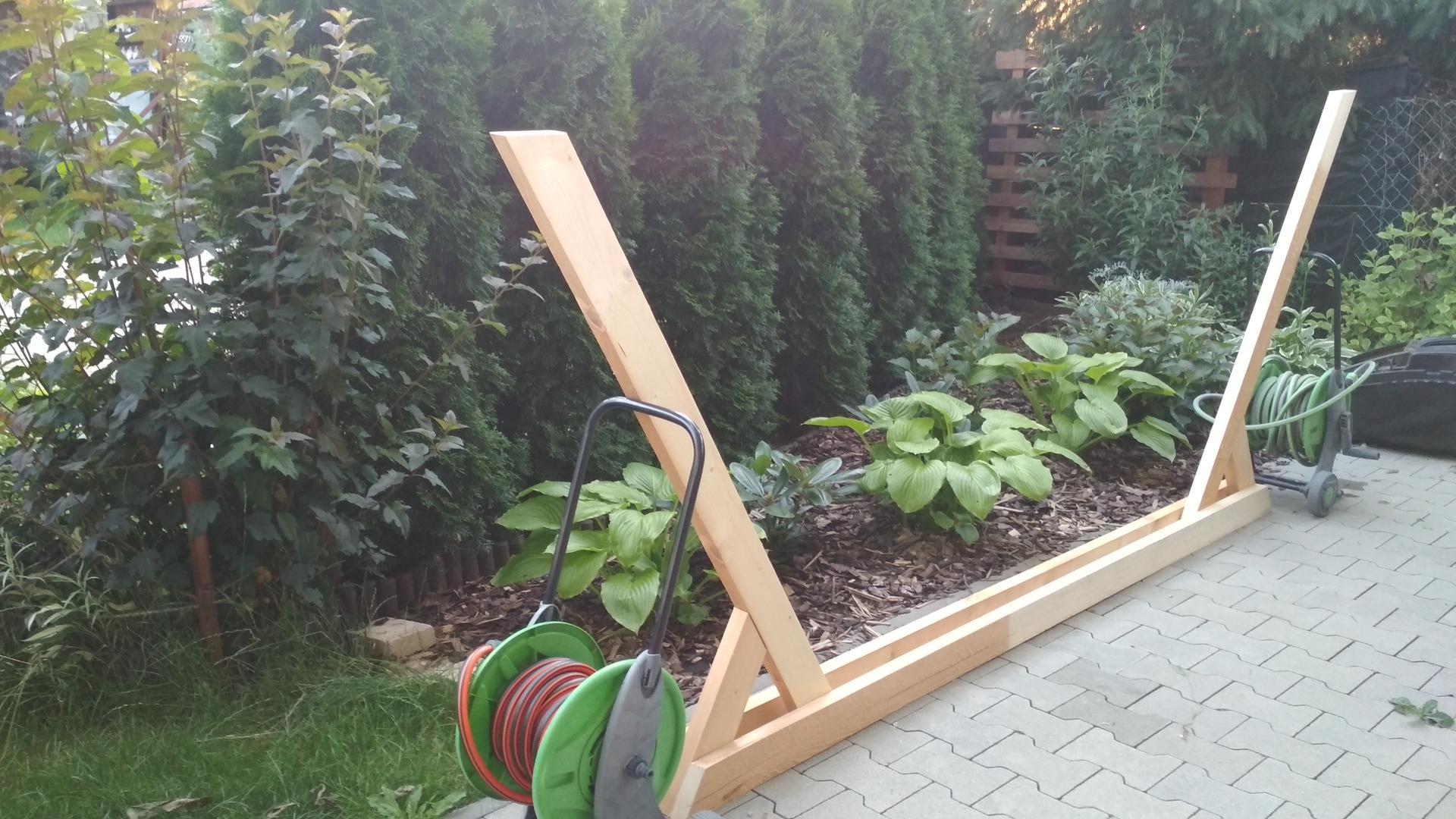 Drevený stojan na hojdaciu sieť... relax v záhrade - Obrázok č. 15