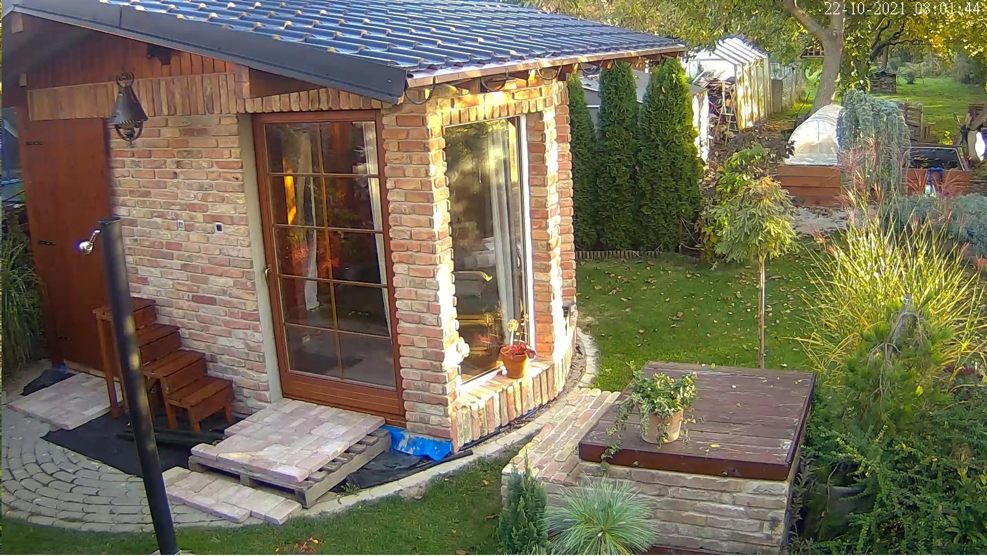 Relaxačný domček sauna a oddychová miestnosť ... plány, príprava a realizácia - také jesenné slnečné ránko .... schody ku kadi dokončené, kaďa ešte nie :D ale, čo nie je dnes, to už zajtra môže byť :)