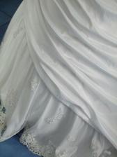 detail dolní části sukně