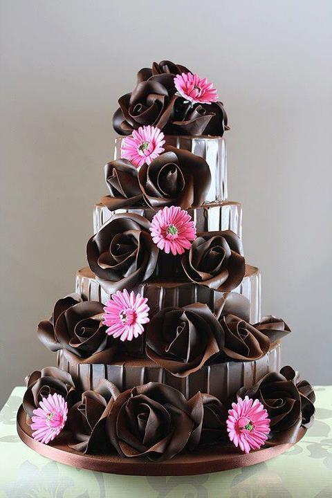 Co uz mame :) - po dlhom presviedcani, takato bude nakoniec nasa svadobna torta, len v zlatej farbe :)