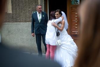 Maminka si mě musela naposledy obejmout jako malou holčičku - slečnu :)