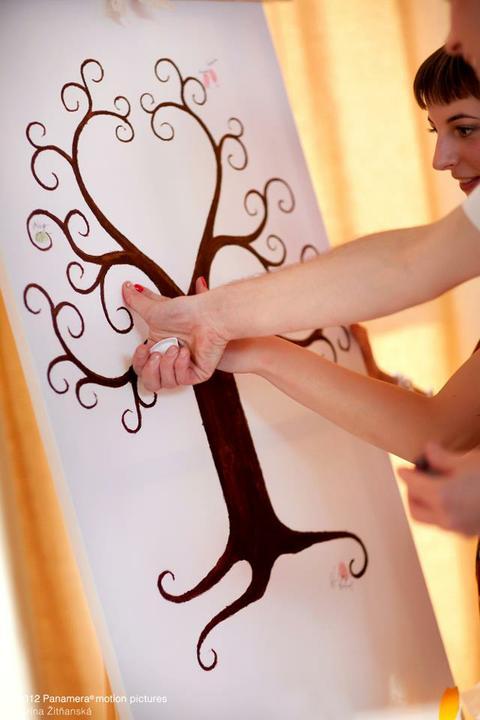 Všetko handmade :o) - a strom s odtlačkami prstov na maliarskom stojane...